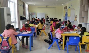 阆中首家社区儿童服务站成立,免费给娃娃辅导作业