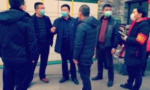 阆中市住建局向小区赠送防疫口罩